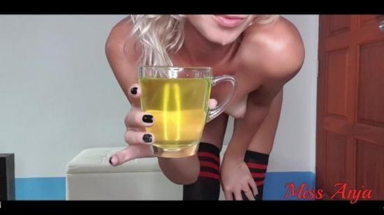 OnlyFans - Miss Anja - Amateur Babe PISSING FETISH In High Knee Socks (UltraHD 4K/2160p/492 MB)