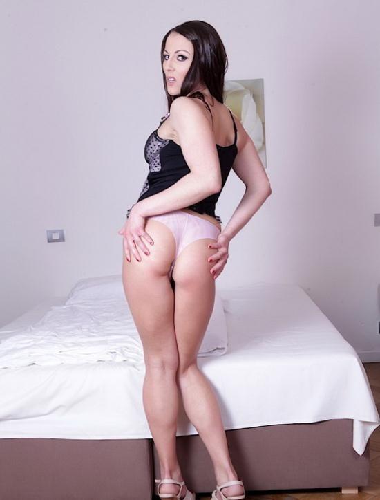 DoTheWife - Valentina Ross - Wife Gets an Assful, Hubby Gets an Eyeful (FullHD/1080p/1.39 GB)