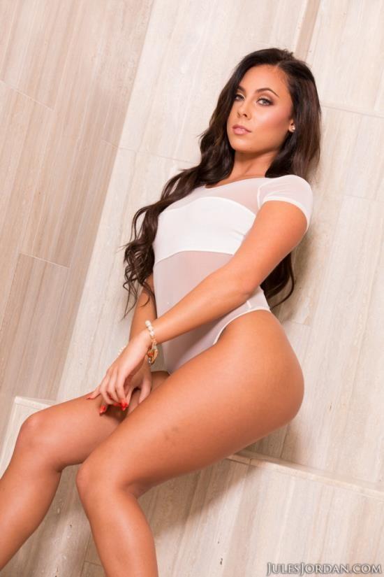 JulesJordan - Gianna Nicole - Takes A Big Cock In Her ASS! (FullHD/1080p/1.91 GB)