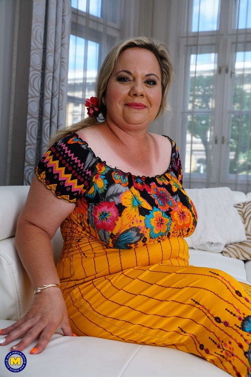 Mature.nl/Mature.eu - Summer (40) - Chubby housewife Summer doing her toyboy (FullHD/1080p/1.33 GB)