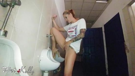 OnlyFans - WetKelly - Hard pee challenge in the public man restroom (UltraHD 4K/2160p/510 MB)