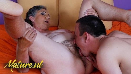 MomsGuideToSex - Unknown - Hot Granny Gets Hairy Pussy Eaten Fucked By ToyBoy (UltraHD 4K/2160p/1.07 GB)