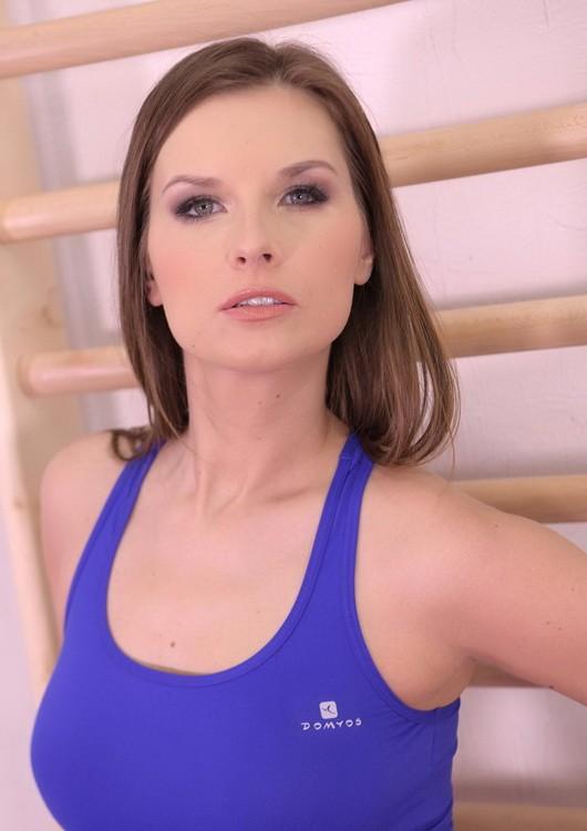 HotLegsAndFeet/DDFNetwork - Jenifer Jane - Foot Play Fitness (FullHD/1080p/1.62 GB)