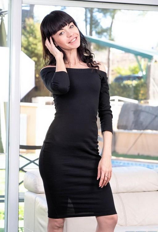 Private - Sasha Colibri - Sasha Colibri debuts in Private with an anal (FullHD/1080p/1.58 GB)