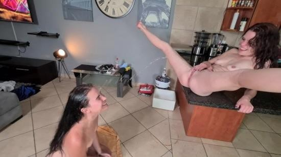 OnlyFans - Petite-Mia - My friend licking my pussy clean after I gave her a golden shower (UltraHD 4K/2160p/836 MB)