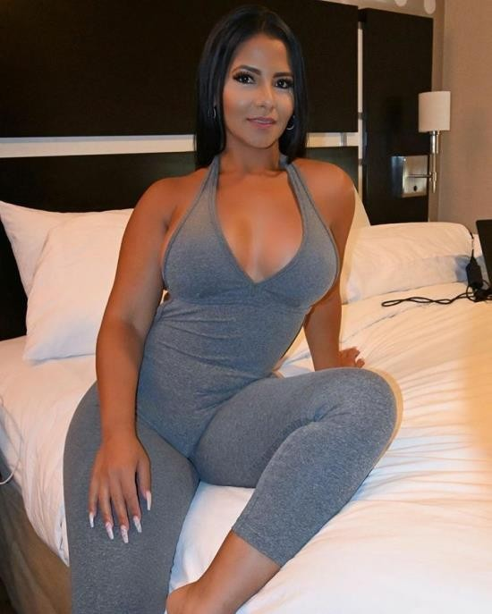 MACSPOV/PornhubPremium - Rose Monroe - Big Booty Latina Pornstar Rose Monroe Gets Oiled and Fucked (FullHD/1080p/1.20 GB)