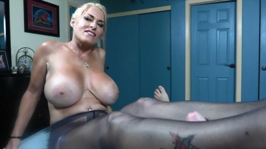 Porn - GOLDIE BLAIR - TIGHT TEASE SHINY PANTYHOSE (HD/720p/250 MB)