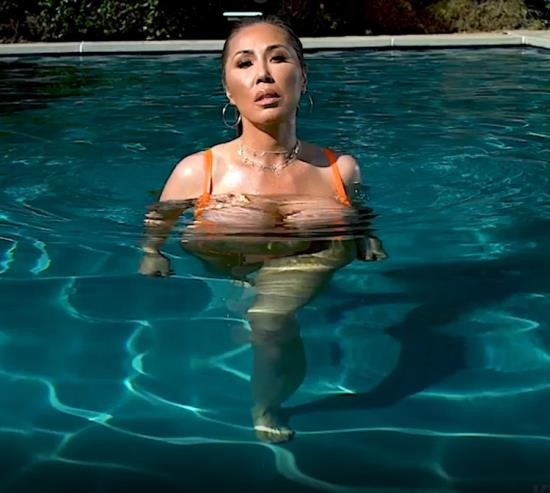 OnlyFans - Kianna Dior - Pool Double Blowjob (FullHD/1080p/1.16 GB)