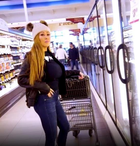 OnlyFans - Kianna Dior - Supermart Fan (FullHD/1080p/1.34 GB)