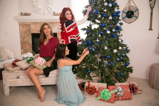 GirlsWay - Elle Alexandra, Shyla Jennings, Reena Sky - Christmas Spirit: Part Three (FullHD/1080p/1.65 GB)