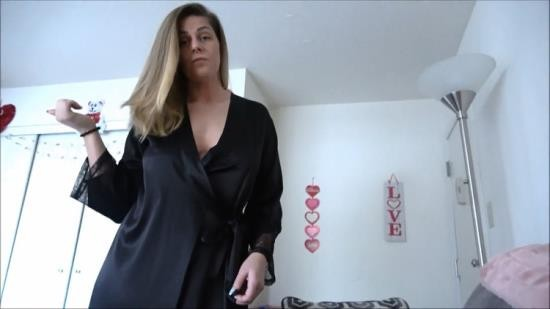Family Therapy/clips4sale - Clover Baltimore - Thick Step-Mom Helps Step-Son (FullHD/1080p/720 MB)