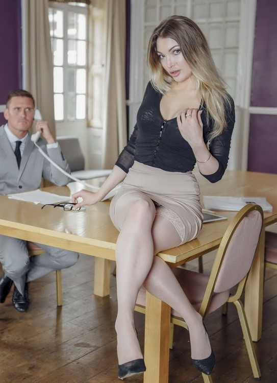 OfficeObsession/Babes - Tamara Grace - Ladies' Room Love (HD/720p/607 MB)
