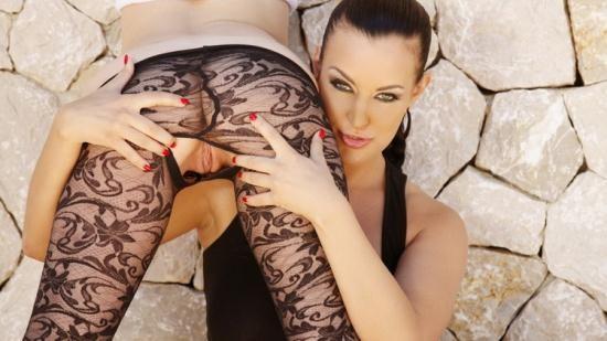 Silviasaint - Tara White, Carmen Croft - Tara And Carmen Oiled With Double Dildo (HD/720p/837 MB)