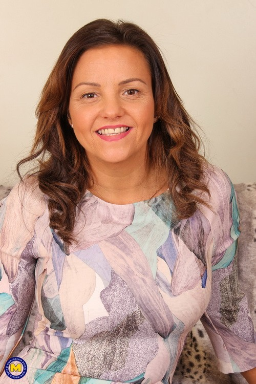 Mature.nl/Mature.eu - Sienna Hudson (EU) (36) - British MILF goes interracial (FullHD/1080p/1.85 GB)