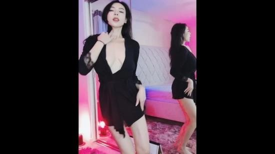 Porn - Elisetutu - Chinese girl dancing and showing big boobs (FullHD/1080p/510 MB)