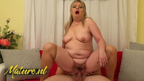 MomsLoveAnal - Unknown - Curvy MILF With a Hairy Muff Anal Fucked By Her Landlord (FullHD/1080p/426 MB)