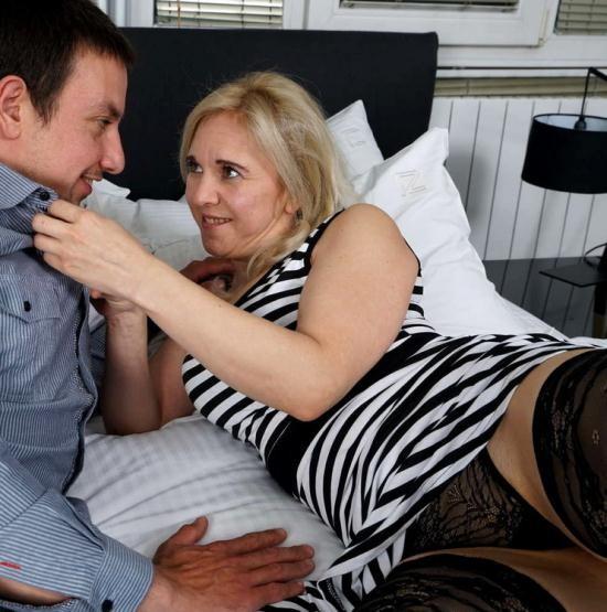 Mature.nl/Mature.eu - Alma (40) - Naughty housewife fucking and sucking (FullHD/1080p/1.37 GB)