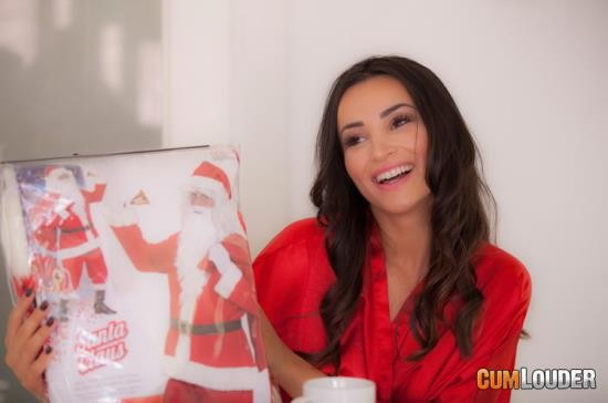 Ex-Girlfriends/CumLouder - Alyssia Kent - Anal present for Christmas (FullHD/1080p/1.89 GB)