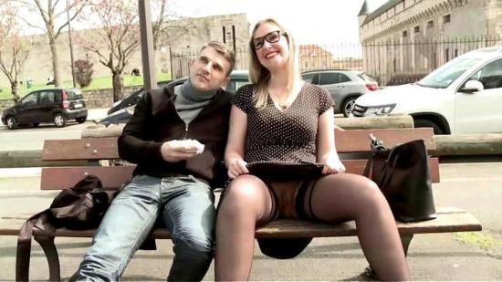 JacquieEtMichelTV/Indecentes-Voisines - Melany - A 36ans, Melany saute le pas! (FullHD/1080p/1.64 GB)