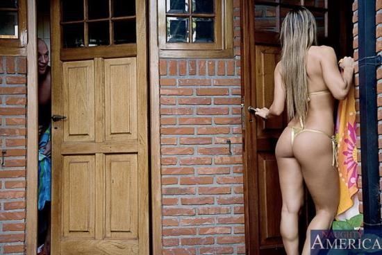 MyWifesHotFriend/NaughtyAmerica - Esperanza Gomez - Living room (HD/720p/901 MB)