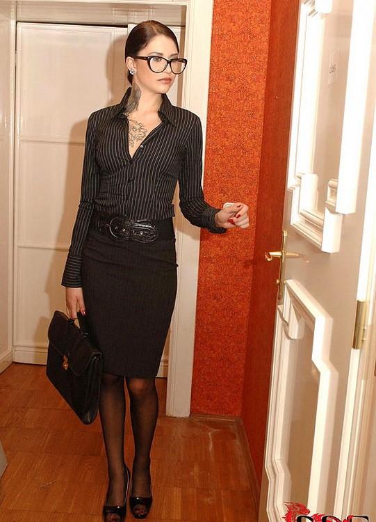 HouseOfTaboo/DDFProd - Erika Belucci, Lina Napoli - Teacher Shows No Mercy (HD/720p/1.10 GB)