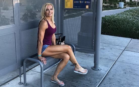 MomPov - Unknown - Fit blonde cougar MILF porn newb (HD/720p/2.33 GB)