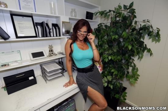 BlacksOnMoms - Syren De Mer - Angry MILF gets double penetrated (HD/720p/1.37 GB)