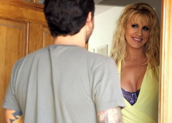 MommyBlowsBest/MyXXXPass - Ryan Conner - Hitting on His Girlfriends Mom (FullHD/1080p/770 MB)