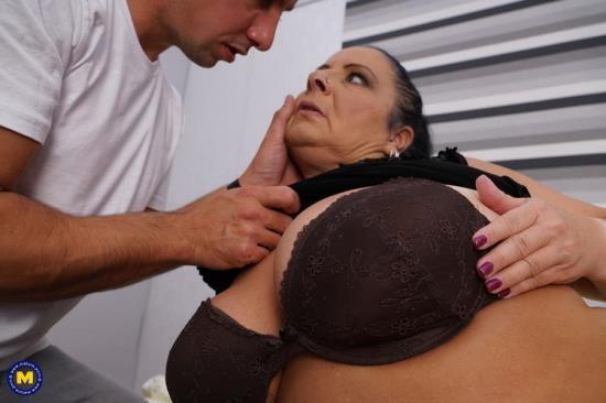 Mature.nl/Mature.eu - Abby Tits (EU) (52) - German chubby mature housewife Abby Tits fucking (FullHD/1080p/1009 MB)