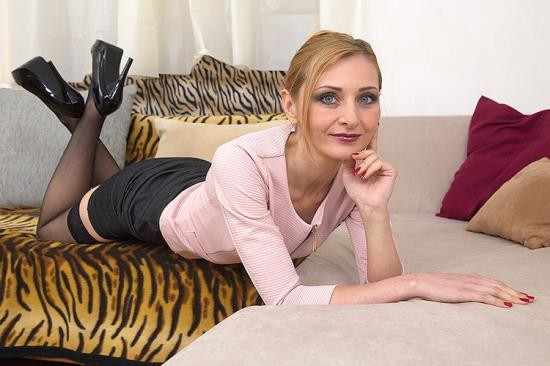 Mature.nl/Mature.eu - Luca Bella (37) - hot housewife Luca Bella doing her toyboy (FullHD/1080p/1.81 GB)