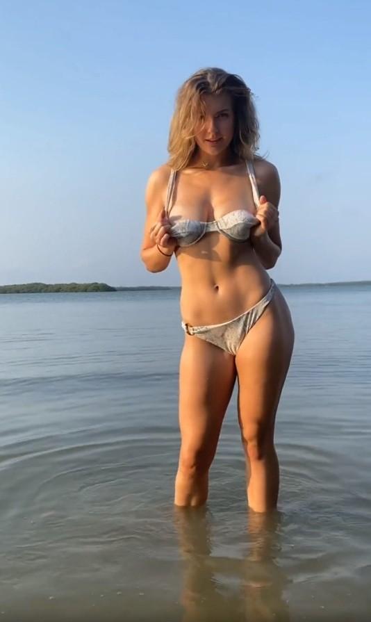 OnlyFans - Mia Melano - Photo Shoot Part One (UltraHD 4K/3840p/1008 MB)