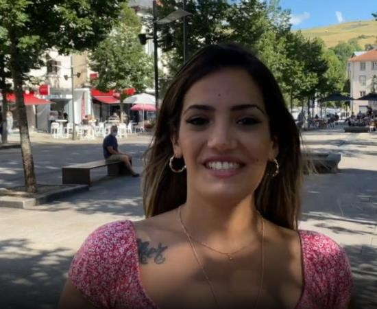 JacquieEtMichelTV/Indecentes-Voisines - Penelope - Penelope 23 Years Old Caliente Student (FullHD/1080p/1.15 GB)