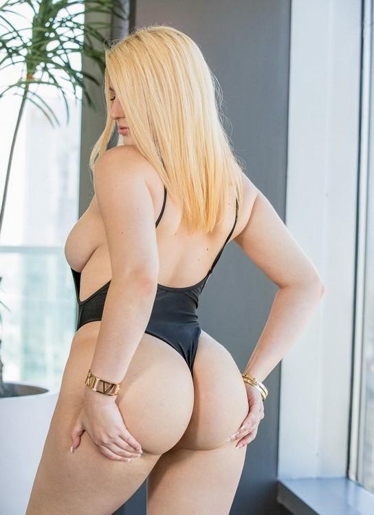Blacked - Brooke Benz - Internet Crush (HD/720p/1.88 GB)