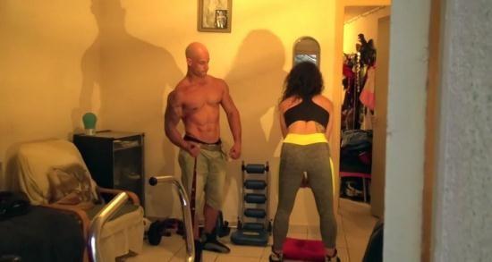JacquieEtMichelTV/Indecentes-Voisines - Laura - Laura, 29ans, passion bodybuilding (FullHD/1080p/700 MB)