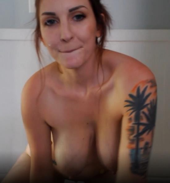 Manyvids/Clips4sale - Kelly Payne - Bananas for whip cream and breast milk (FullHD/1080p/1.26 GB)