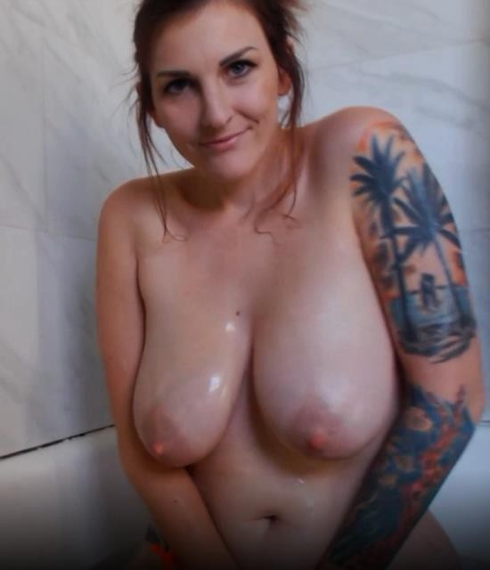 Manyvids/Clips4sale - Kelly Payne - Bath Time with Mom (FullHD/1080p/1.33 GB)
