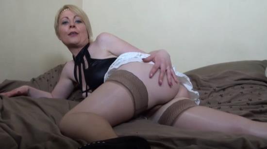 LaFRANCEaPOIL - Marion - Marion, une bonne salope blonde et libertine vient realiser son fantasme! (FullHD/1080p/2.08 GB)