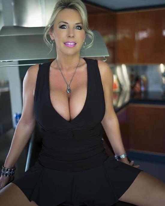 WifeyStore/WifeysWorld - Sandra Otterson - Wifey Meets DFW Knight! (HD/720p/1.81 GB)