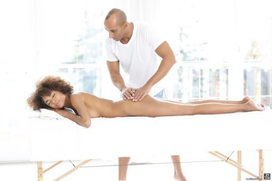 21Naturals/21Sextury - Luna Corazon - Silky Sex Massage (FullHD/1080p/1.16 GB)
