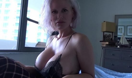 Family Therapy/clips4sale - Casca Akashova - Mother Soothes Sunburned Son (FullHD/1080p/1.55 GB)