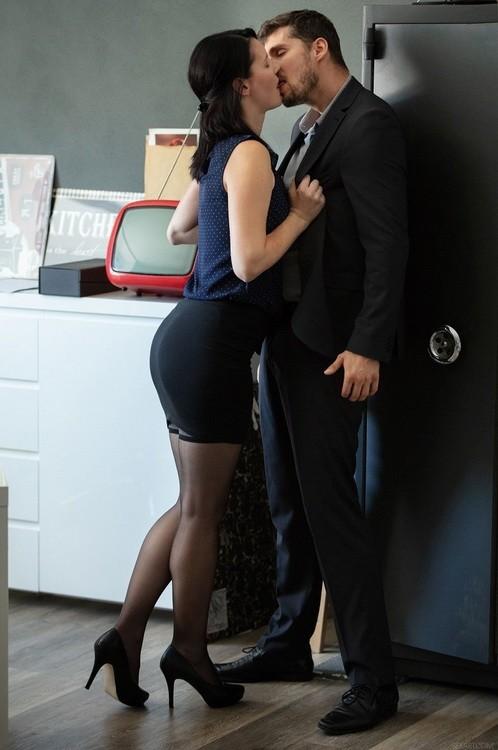 SexArt/MetArt - Elena Vega - Office Episode 2 - Fired (FullHD/1080p/1.36 GB)