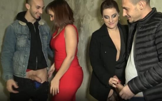 JacquieEtMichelTV/Indecentes-Voisines - Julie, Angelique - It ignites with Julie, 25 years old! (FullHD/1080p/1.26 GB)
