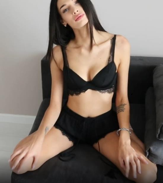 OnlyFans - Fiamurr - Fucked Young Megan Fox (UltraHD 4K/2160p/1.17 GB)