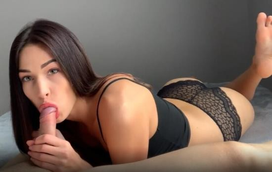 OnlyFans - Fiamurr - Passionate Sex with a Brunette on the Couch (UltraHD 4K/2160p/1.69 GB)