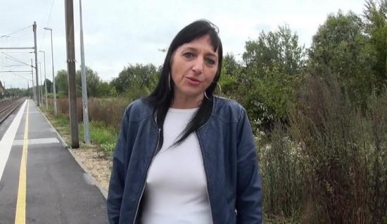 JacquieEtMichelTV/Indecentes-Voisines - Maeva - Deux blacks TTBM pour Maeva de Maubeuge! (FullHD/1080p/1.33 GB)