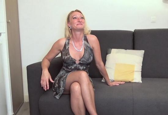 JacquieEtMichelTV/Indecentes-Voisines - Betty - Betty, 44ans, deux mecs pour un fantasme (FullHD/1080p/1011 MB)