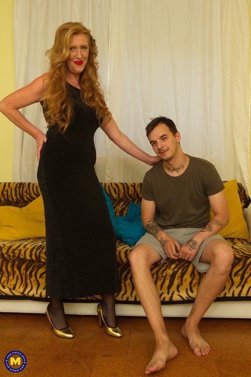 Mature.nl/Mature.eu - Angelica (46) - kinky housewife Angelica fucking and getting fisted (FullHD/1080p/1.73 GB)