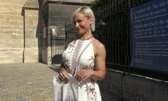 JacquieEtMichelTV/Indecentes-Voisines - Kim - Kim, 41, An Unreal Milf From Reims (FullHD/1080p/1.24 GB)
