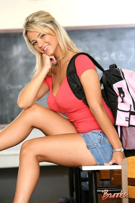 NewSensations - Ashlynn Brooke - Goes to College (HD/720p/943 MB)