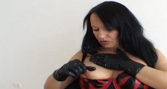 Latexangel - LatexAngel AKA Angelina - Fl Latex Noir Et Rouge Bougies Dans Le Cul (HD/720p/193 MB)